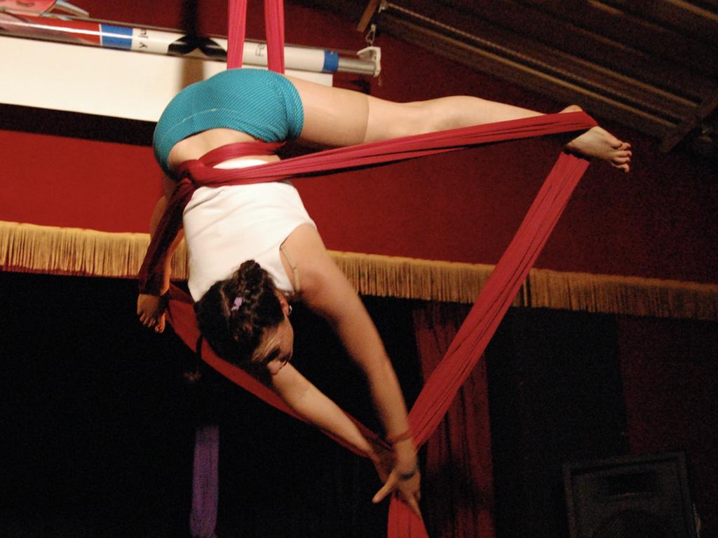 Telas acrobaticas jóvenes y adultos