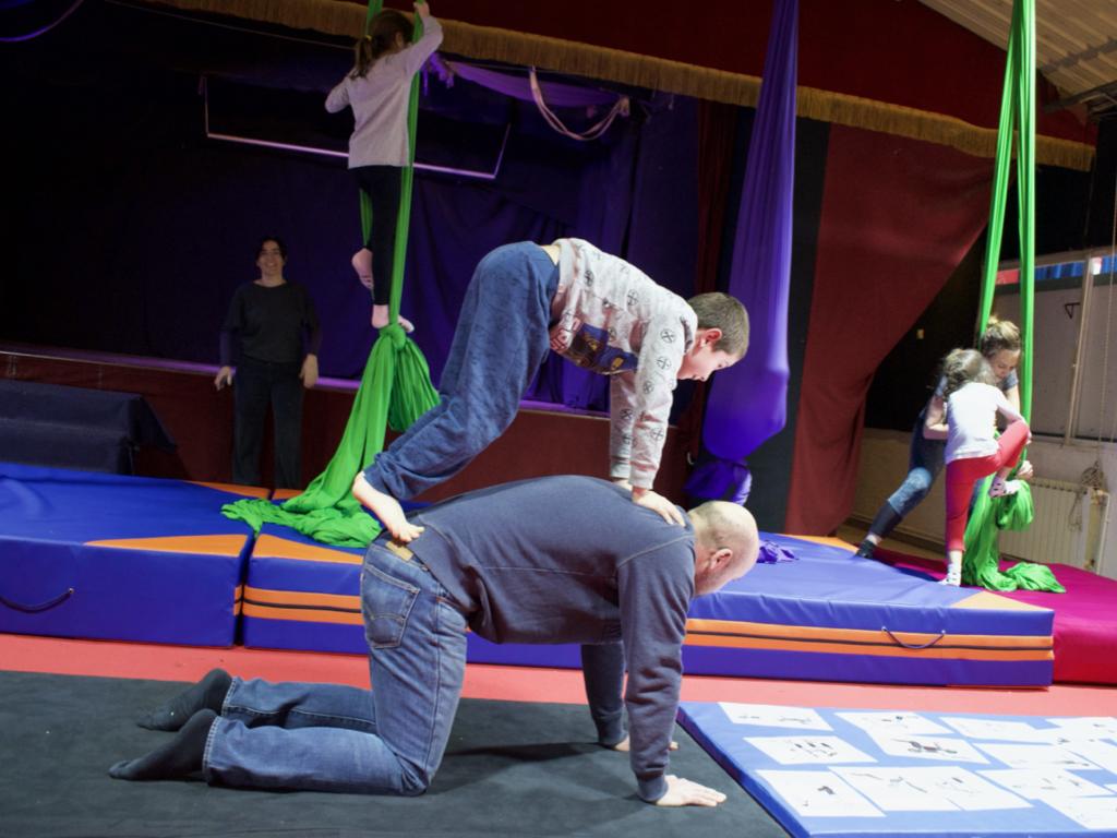Equilibrios acrobáticos en familia