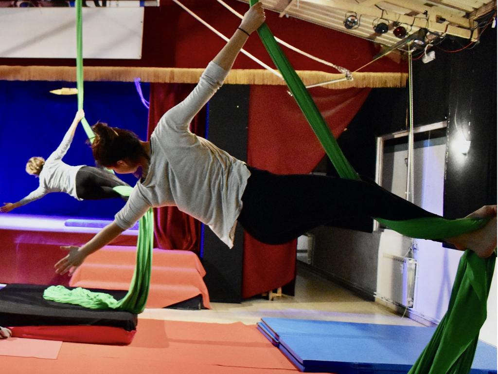 Iniciacion a las telas acrobáticas